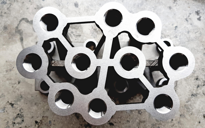 Redesigning hydraulic blocks in additive manufacturing